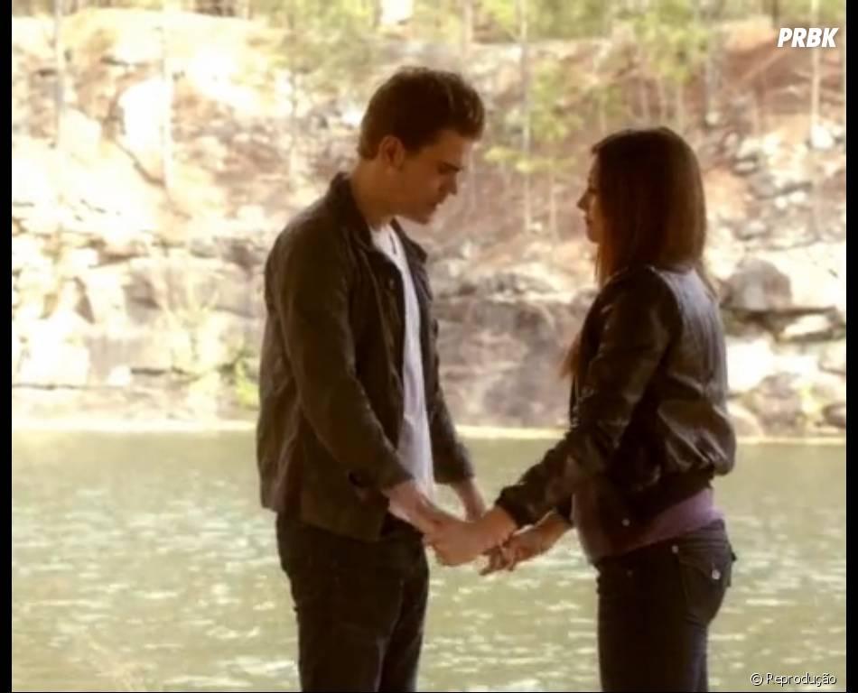 """Stefan (Paul Wesley) e Elena (Nina Dobrev) se emocionaram em seu adeus de """"The Vampire Diaries"""""""