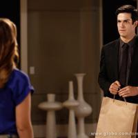 """""""Amor à Vida"""": Félix implora pelo perdão de Paloma e é ignorado pela irmã!"""