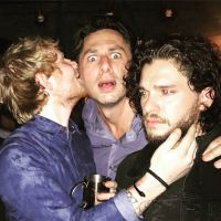 "Ed Sheeran e Kit Harington, o Jon Snow de ""Game of Thrones"", se divertem juntos em festa"