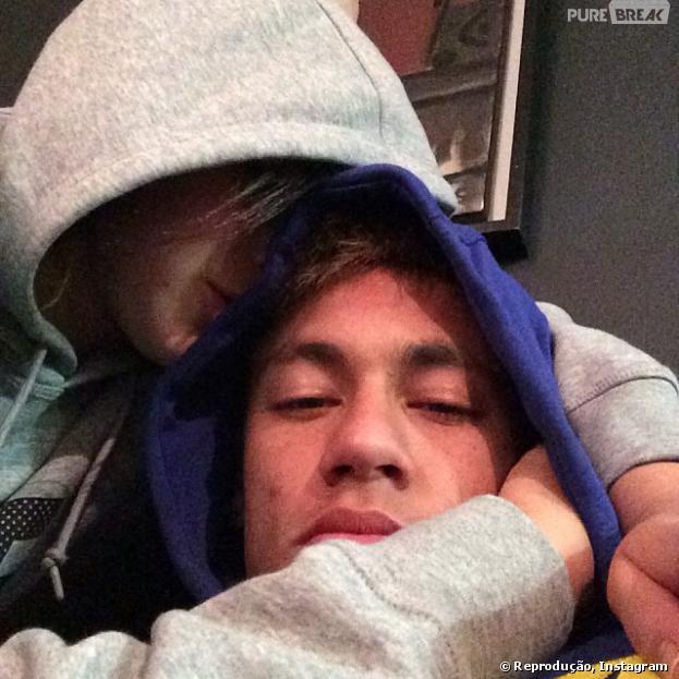 """Neymar nega término de namoro com Bruna Marquezine: """"O amor que nunca acaba"""""""