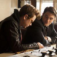 """Robert Pattinson e Dane DeHaan, de """"O Espetacular Homem-Aranha"""", aparecem em fotos de novo filme"""