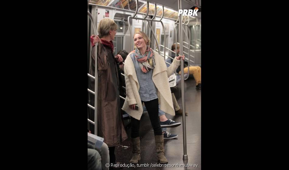 AnnaSophia Robb super descontraída no metrô