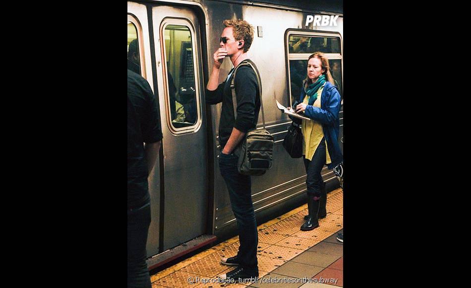 Neil Patrick Harris sendo apenas um cara comum, no metrô