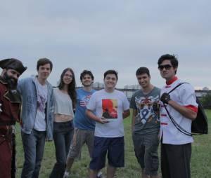 O grupo que criou e atuou no live action, da esquerda para direita: Andre Borges, Gabriel Zulpo, Luciana Bonassi, Plínio Chaparin, Leo Praça, André Gropo, Julio Aracack