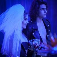 """Novela """"Malhação"""": Pedro e Karina (Isabella Santoni) se casam? Cerimônia é toda rock'n'roll!"""