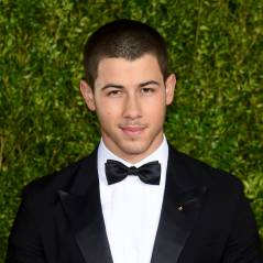 """Nick Jonas, de """"Scream Queens"""", fala sobre Selena Gomez e os boatos sobre namoro!"""