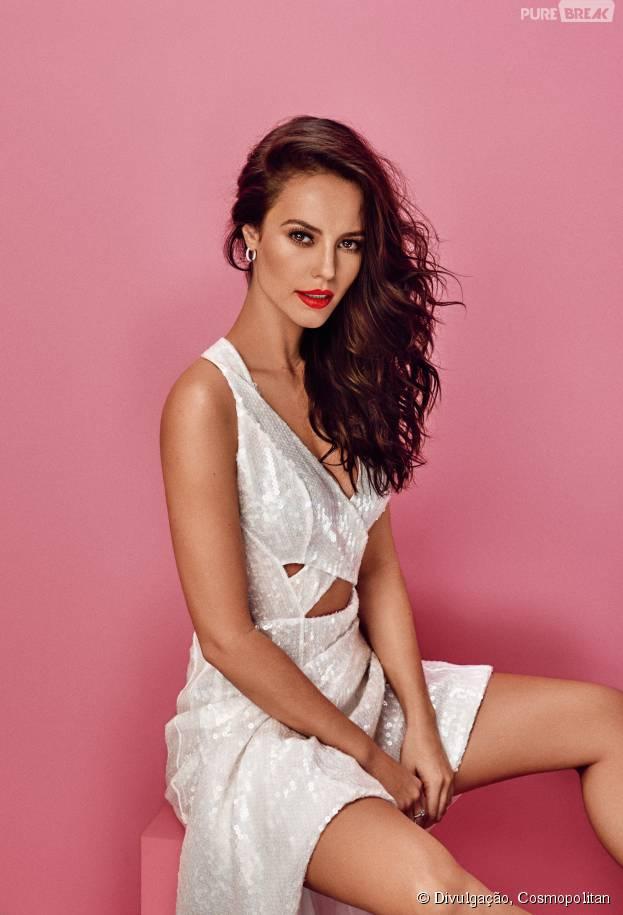 """Destaque em """"Além do Tempo"""", Paolla Oliveira aparece toda sensual em ensaio para a revista Cosmopolitan"""