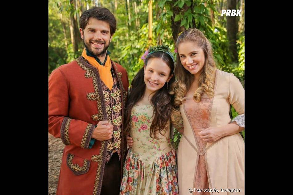 """Otávio (Duda Nagle) é apaixonado por Rebeca (Juliana Baroni), mãe de Manuela (Larissa Manoela) em """"Cúmplices de Um Resgate"""""""