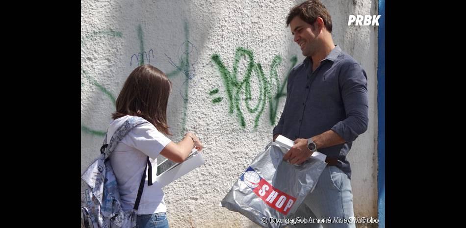 Ninho (Juliano Cazarré) vai presentear Paulinha (Klara Castanho) para se aproximar da menina