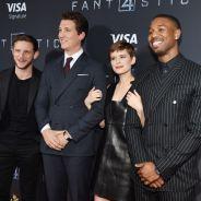 """De """"Quarteto Fantástico"""": Miles Teller, Kate Mara e mais astros do elenco arrasam na première. Veja!"""