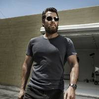 "Henry Cavill, de ""Batman Vs Superman"", diz que adoraria participar da franquia ""007"""