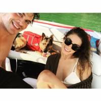 """Ian Somerhalder, de """"The Vampire Diaries"""", e Nikki Reed aparecem apaixonados em selfie no Instagram"""