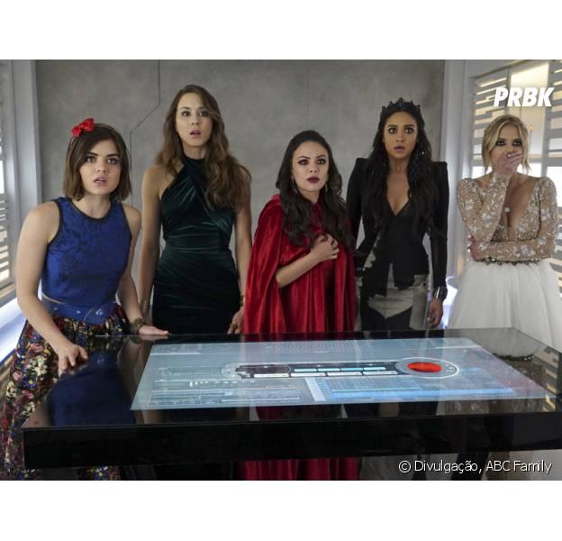 """Em """"Pretty Little Liars"""", finalmente Aria (Lucy Hale), Spencer (Troian Bellisario), Emily (Shay Mitchell), Hanna (Ashley Benson) e os telespectadores vão ficar cara a cara com A!"""
