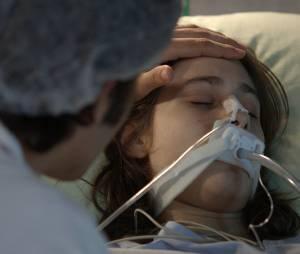 """Laís (Luisa Arraes) quase morreu por culpa deGuto (Bruno Gissoni), em """"Babilônia"""""""