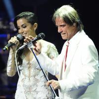 "No Facebook, Anitta fala como foi cantar ""Show das Poderosas"" com Roberto Carlos!"