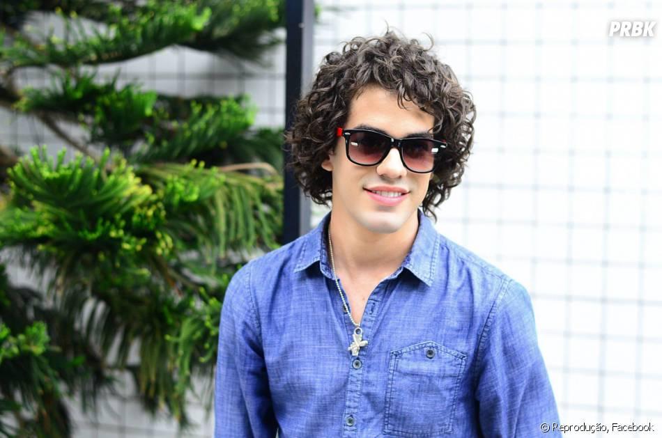 """Sam Alves, do """"The Voice Brasil"""", revelou qual música não pode faltar em seu aparelho sonoro. """"'I Look To You'.A letra dessa música tem me ajudado em tempos difíceis, e realmente diz tudo o que acredito"""""""