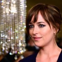 """De """"50 Tons de Cinza"""": Dakota Johnson comenta escalação de novo diretor e diz estar empolgada"""