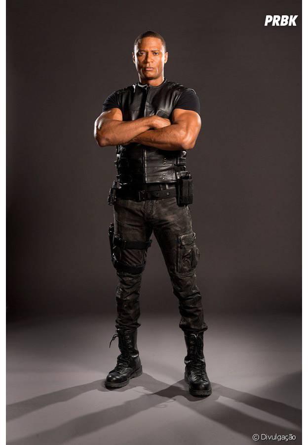 """De """"Arrow"""": Diggle (David Ramsey)aparece mais uma vez com o novo uniforme"""