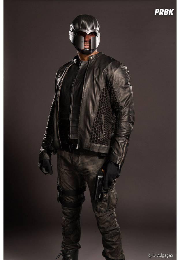 """Em """"Arrow"""": Diggle(David Ramsey) agora tem um capacete!"""