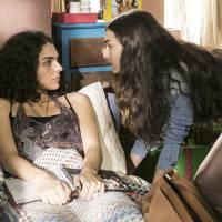 """Novela """"Malhação"""": Luciana (Marina Moschen) tem briga feia com Ciça: """"Porca, imunda!"""""""