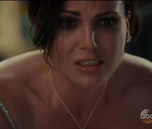 "Em ""Once Upon a Time"", na 5ª temporada: Regina (Lana Parrilla) pede que Emma (Jennifer Morrison)use magia negra para salvar a vida de Robin(Sean Maguire)"
