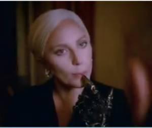 """Em """"American Horror Story: Hotel"""": Elizabeth (Lady Gaga), homem do colchão e mais em novo vídeo!"""