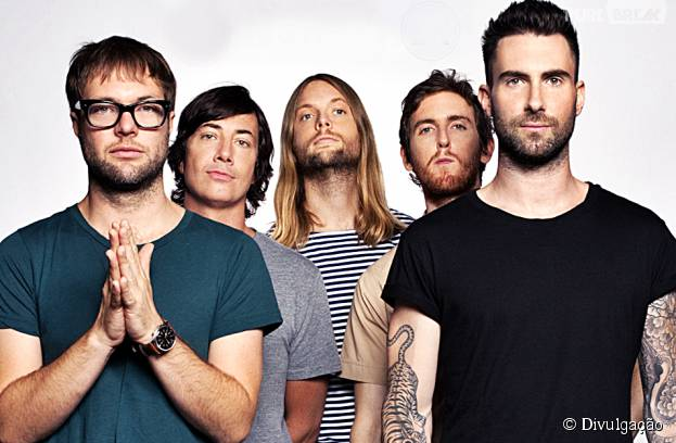 Adam Levine e sua banda Maroon 5 podem se apresentar no Super Bowl 2016