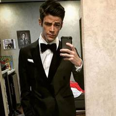 "De ""The Flash"": Grant Gustin (Barry Allen) é o rei das fotos no espelho! Veja 10 selfies do astro"