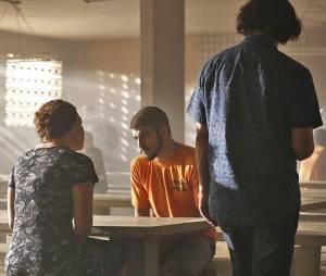 """No final de """"I Love Paraisópolis"""", Grego (Caio Castro) acaba parando na cadeia!"""