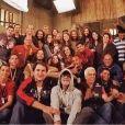 """Final de """"Os Dez Mandamentos"""": elenco se reúne para tirar foto em clima de despedida!"""
