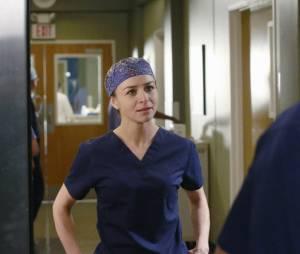 """Em """"Grey's Anatomy"""": Meredith e vários outros personagens brigam no último episódio de 2015!"""