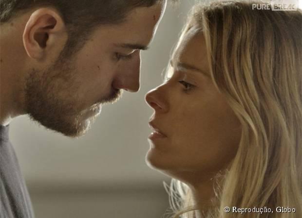 """Em """"A Regra do Jogo"""", Dante (Marco Pigossi) descobre verdade e briga com Lara (Carolina Dieckmann)!"""