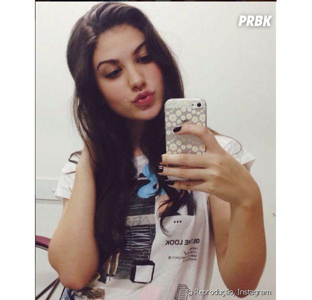 """Giovanna Grigio, de """"Êta Mundo Bom"""", e as melhores fotos da atriz no espelho!"""