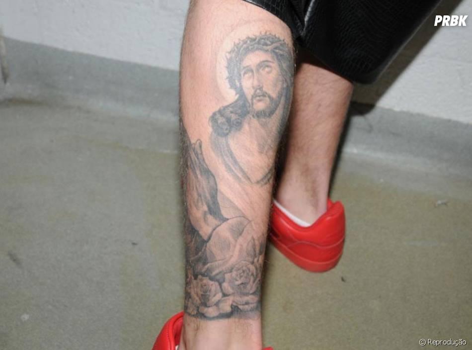 Justin Tem Jesus Cristo Tatuado Na Perna Purebreak