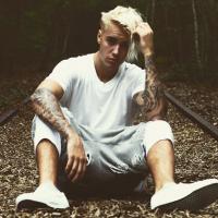 """Justin Bieber posta foto ostentação no Instagram e desabafa: """"Não estou tentando me mostrar"""""""