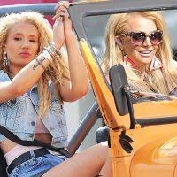 """Iggy Azalea fala sobre Britney Spears e parceria em """"Pretty Girls"""" com fãs no Twitter"""