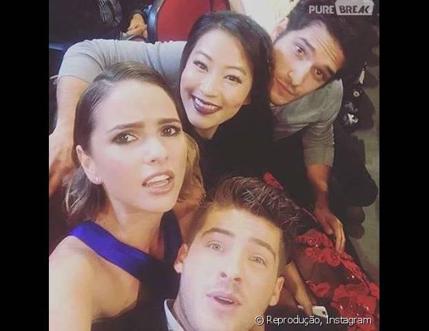 """O elenco de """"Teen Wolf"""" divide uma selfie no People's Choice Awards 2016"""