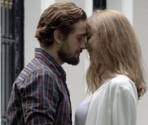 """Em """"Além do Tempo"""", Felipe (Rafael Cardoso) e Lívia (Alinne Moraes) têm filhos e terminam felizes!"""