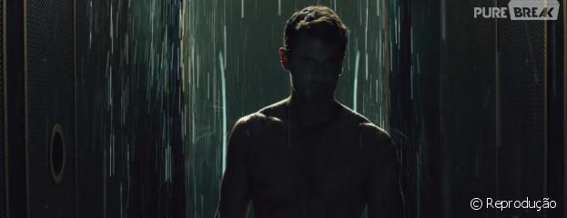 """Quatro (Theo James) também aparece sem roupa no novo trailer de""""A Série Divergente: Convergente"""""""