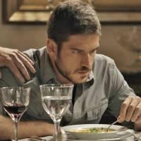 """Final """"A Regra do Jogo"""": Dante (Marco Pigossi) é surpreendido por Romero e trata pai com indiferença"""