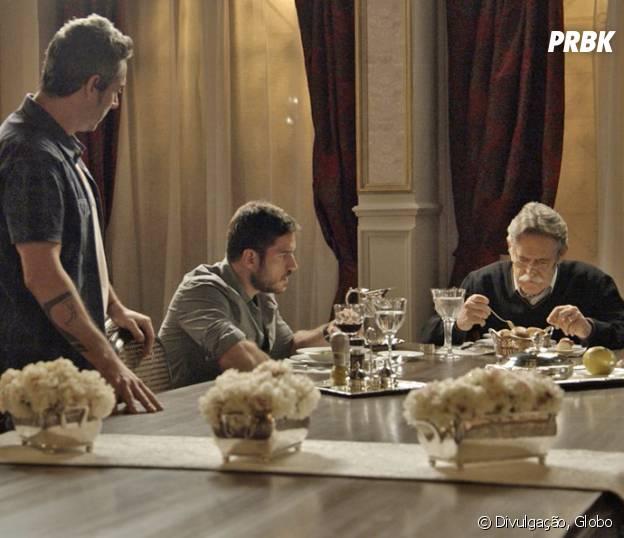 """Novela """"A Regra do Jogo"""", Romero (Alexandre Nero) tenta se aproximar de Dante (Marco Pigossi)"""