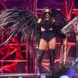 Quer apostar em uma vibe mais dark? Anitta dá a dica para sensualizar e apostar no pretinho nada básico