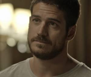 """Em """"A Regra do Jogo"""", Dante (Marco Pigossi) fica desolado ao descobrir que Tóia (Vanessa Giácomo) mentiu sobre a morte do pai"""