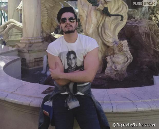 """Luan Santana curte férias em Las Vegas e anuncia """"Cantada"""" como música de trabalho"""