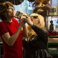 """Cinebreak: """"Como Ser Solteira"""" estreia nesta quinta (25) e mostra uma Dakota Johnson diferente!"""