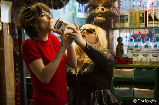 "Dakota Johnson, de ""Cinquenta Tons de Cinza"", é a protagonista de ""Como Ser Solteira"""