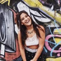 """Giulia Costa, de """"Malhação"""", comemora aniversário em pool party com elenco da novela e amigos!"""