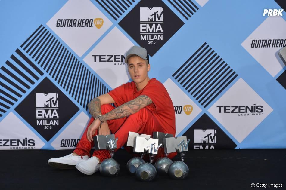 """Justin Bieber ganhou vários prêmios no EMA 2015 pelo álbum """"Purpose"""", que marcou seu retorno triunfal"""
