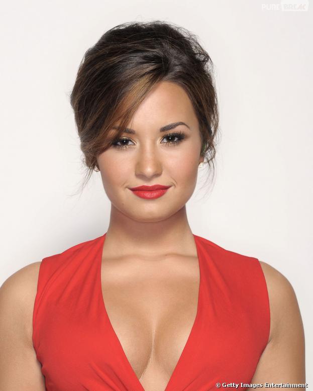 """Demi Lovato comenta morte de Philip Seymour Hoffman em seu Twitter: """"Por que arriscar? Vício é uma doença"""""""