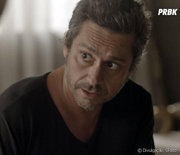 """Novela """"A Regra do Jogo"""": Romero (Alexandre Nero) se preocupa com convite da facção para Atena (Giovanna Antonelli)"""